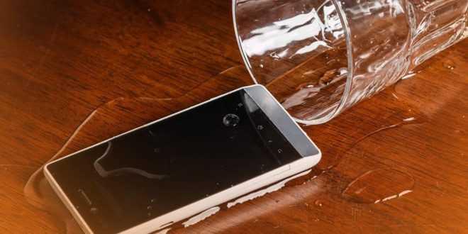 Cara Mengeluarkan Air dari iPhone yang Sudah Basah